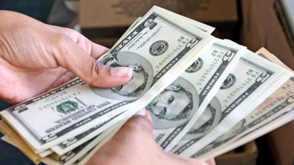 El dólar comenzó la semana arriba de los $19