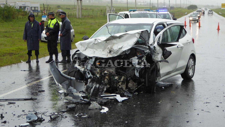 Tres muertos tras un terrible choque frontal en Tucumán