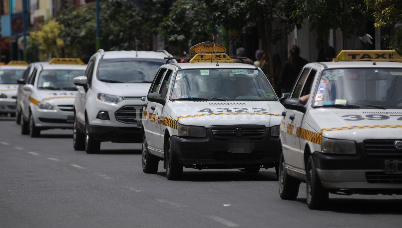 Taxistas anuncian paro y movilización