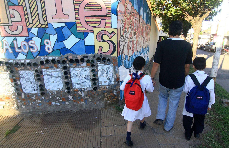 El Gobierno anunció que las clases comenzarán mañana — Sorpresa en Tucumán