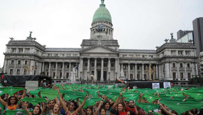 Diputados oficialistas presentan proyecto propio — Aborto
