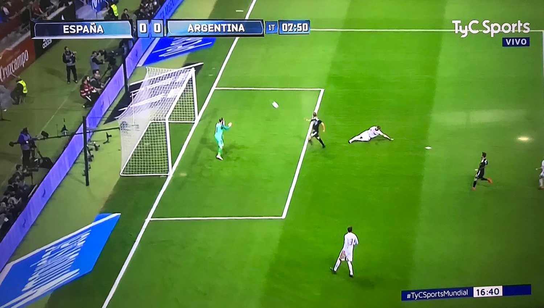 Argentina vs. España: mira el increíble gol que se falló Higuaín
