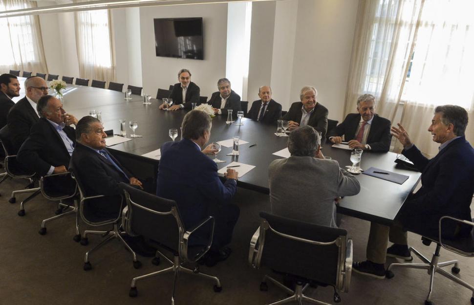 Macri busca respaldo internacional tras acudir al FMI