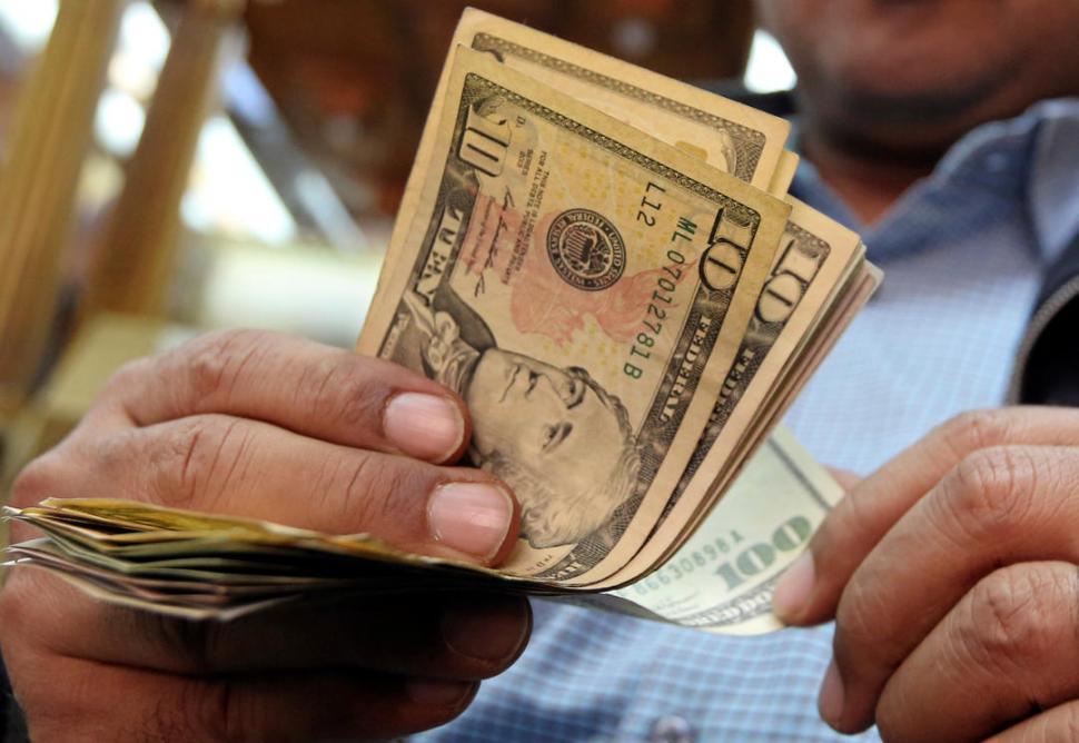 Llegó a un nuevo record histórico de $28,42 | Dólar — Dólar sin techo