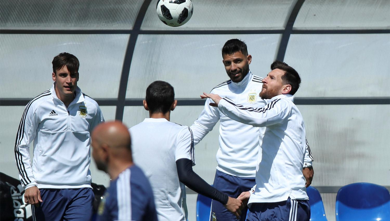 Una deslucida y errática Argentina empata ante Islandia en el Mundial