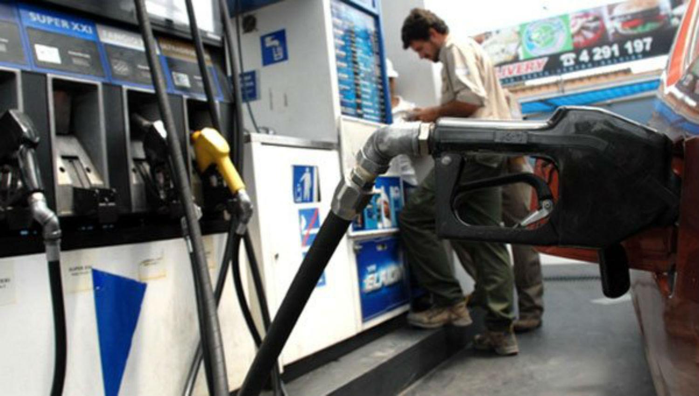Tercer aumento en el mes: YPF volvió subir el precio de combustible