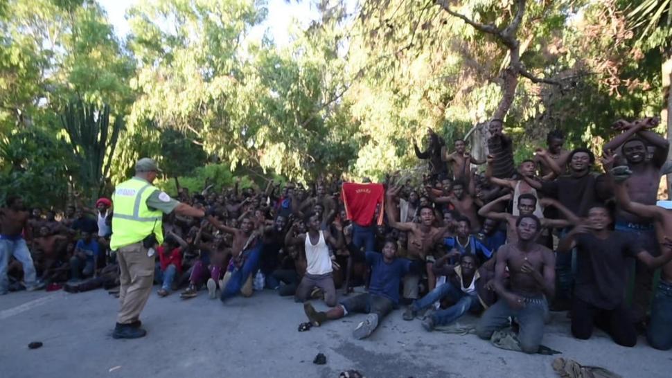Cerca de 700 inmigrantes subsaharianos logran saltar la valla en Ceuta
