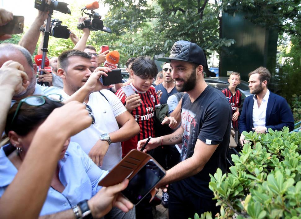 Gonzalo Higuaín se convirtió en el nuevo jugador del Milán