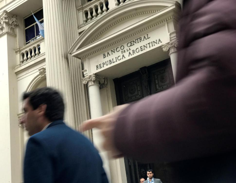 El dólar cerró en baja a $38,40 en el Banco Nación