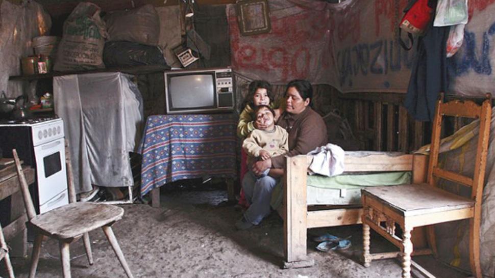 BID otorga 900 millones de dólares a Argentina para ayudas sociales