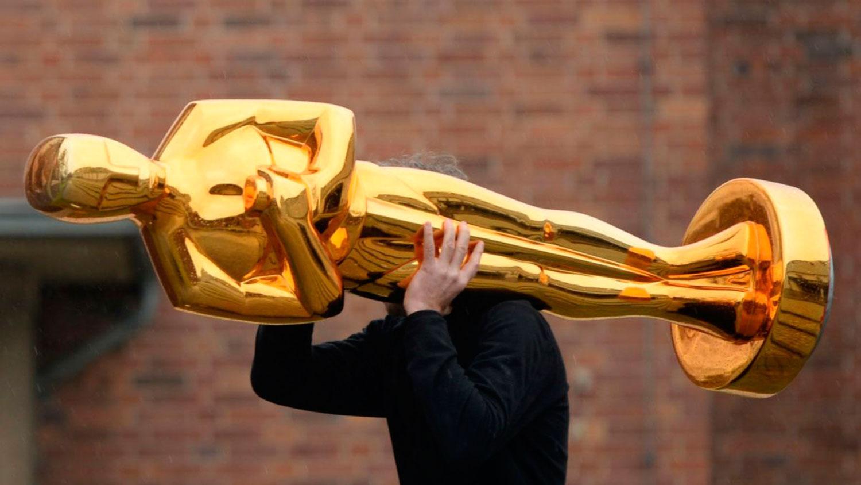 Comediante Kevin Hart será el anfitrión de los premios Óscar