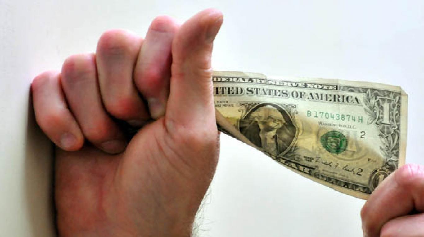 El dólar cedió 12 centavos a $ 38,49