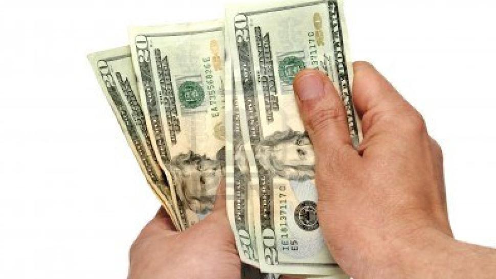 Fuerte suba de tasa contuvo al dólar, que bajó a $40,56