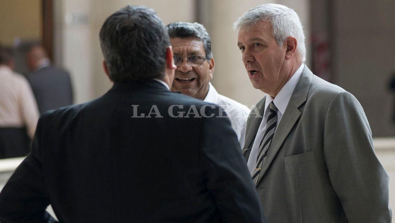 Los impustados Héctor Brito y Hugo Sánchez durante un cuarto intermedio. LA GACETA / FOTO DE JORGE OLMOS SGROSSO