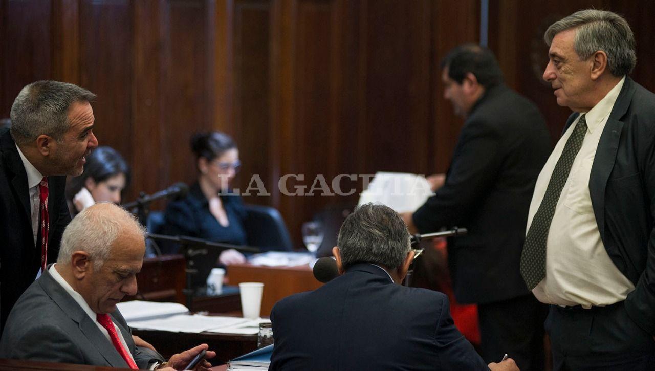 La querella junto al fiscal López Ávila al término de una de las audiencias de la semana. LA GACETA / FOTO DE JORGE OLMOS SGROSSO