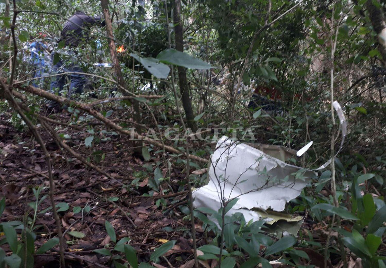 Los restos del avión quedaron dispersos en la zona en la que se estrelló. FOTO LA GACETA/ MATÍAS QUINTANA