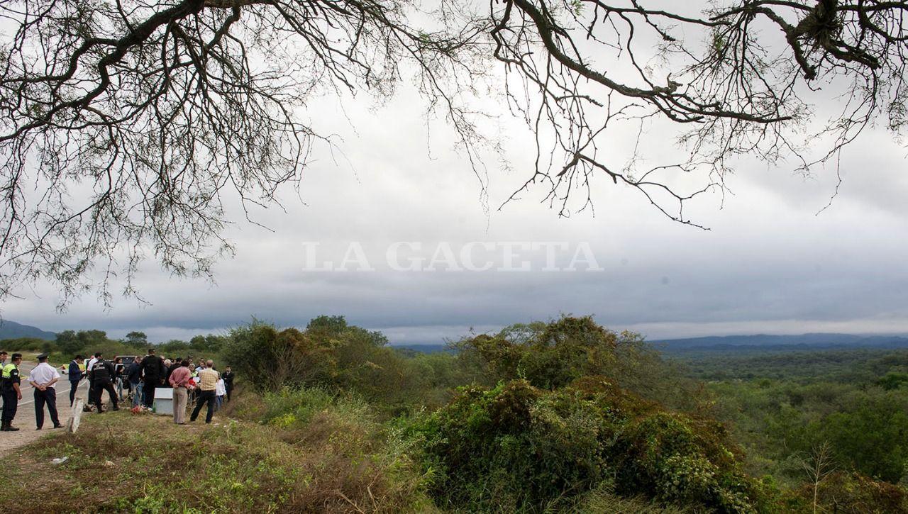 El tribunal en su totalidad, y todas las partes, se trasladaron hasta Tapia, el lugar donde fue hallado el cuerpo sin vida de Paulina Lebbos el 11 de marzo de 2006. LA GACETA / FOTO DE JORGE OLMOS SGROSSO
