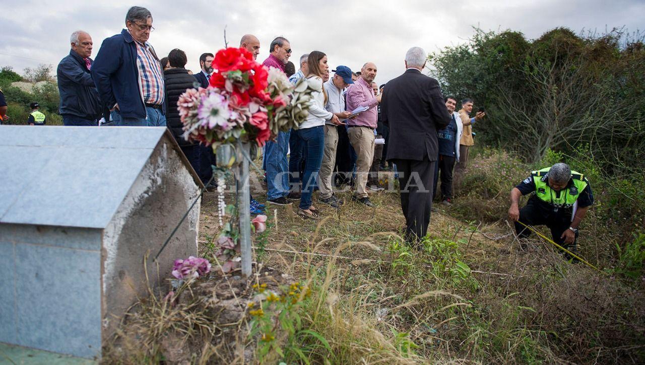 Durante la inspección ocular en la ruta 341 en Tapia, hubo discrepancias respecto al sector donde estaba el cuerpo de Paulina Lebbos. LA GACETA / FOTO DE JORGE OLMOS SGROSSO