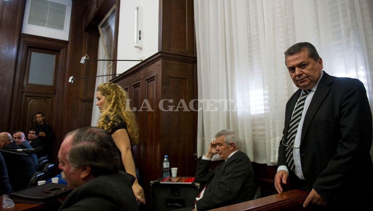 Momento en el que tribunal decide dictar prisión preventiva a Hugo Sánchez y apartar definitivamente de la causa a su abogado defensor, Enrique Andrada Barone, quien es remplazado por la codefensora Graciela Zotes. LA GACETA / FOTO DE JORGE OLMOS SGROSSO