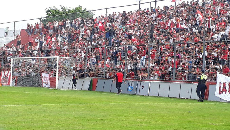 Los fanáticos coparon la tribuna. LA GACETA / ANALÍA JARAMILLO