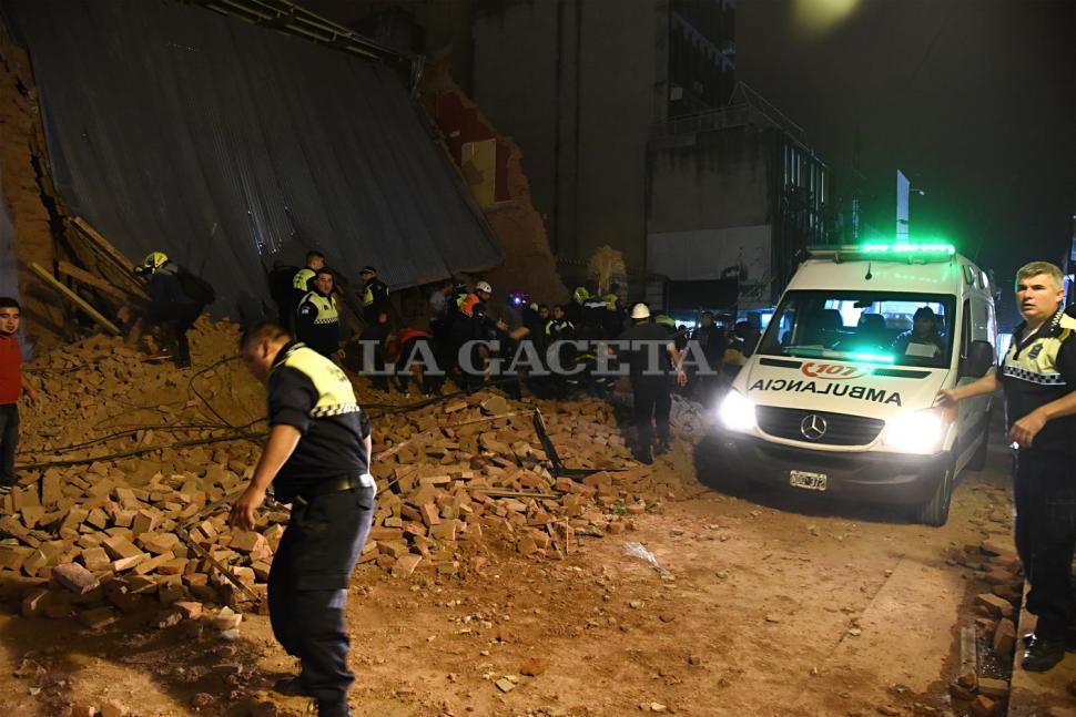 Apenas se sintió la explosión, los distintos servicios de emergencias acudieron al lugar para comenzar con el operativo. FOTO LA GACETA/ JOSÉ NUNO.