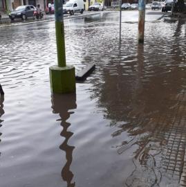 Varias zonas inundadas por un fuerte diluvio en Tucumán