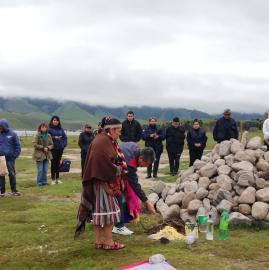 Limpiaron el lago La Angostura para homenajear a la Pachamama y crear conciencia