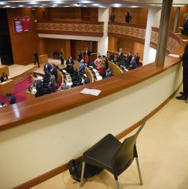 La mayoría de los legisladores eligió saludar codo con codo