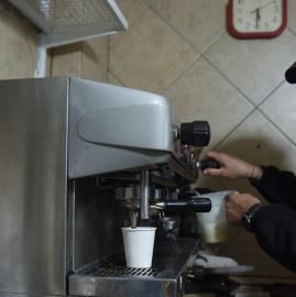 Los tucumanos se acostumbran de a poco al café para llevar