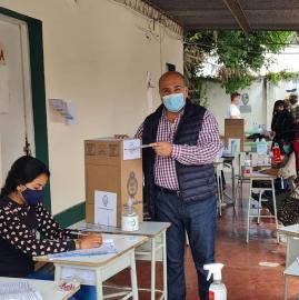 Galería de imágenes: el voto de los precandidatos