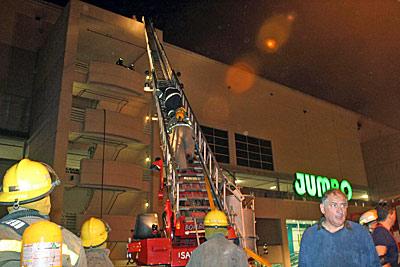 Panico Y Caos Por Un Incendio En El Unicenter Shopping La Gaceta