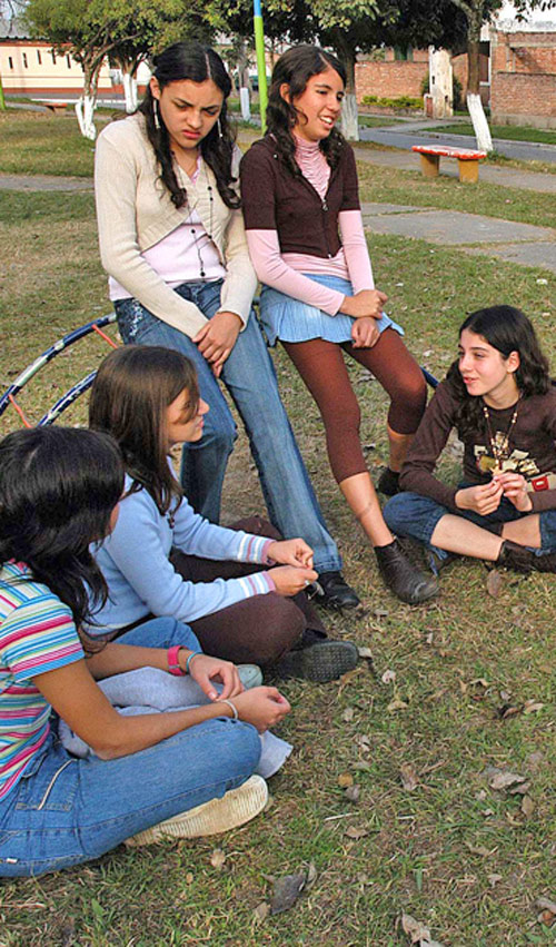 Los Grupos De Amigos Ayudan Al Adolescente A Afianzar Su Identidad