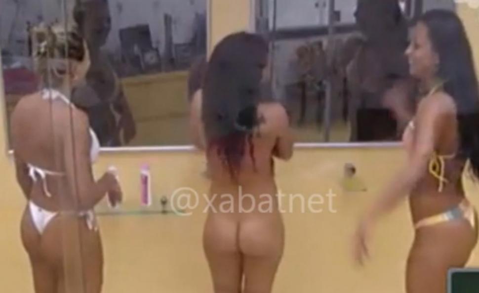 Azotada desnuda frente a hermano