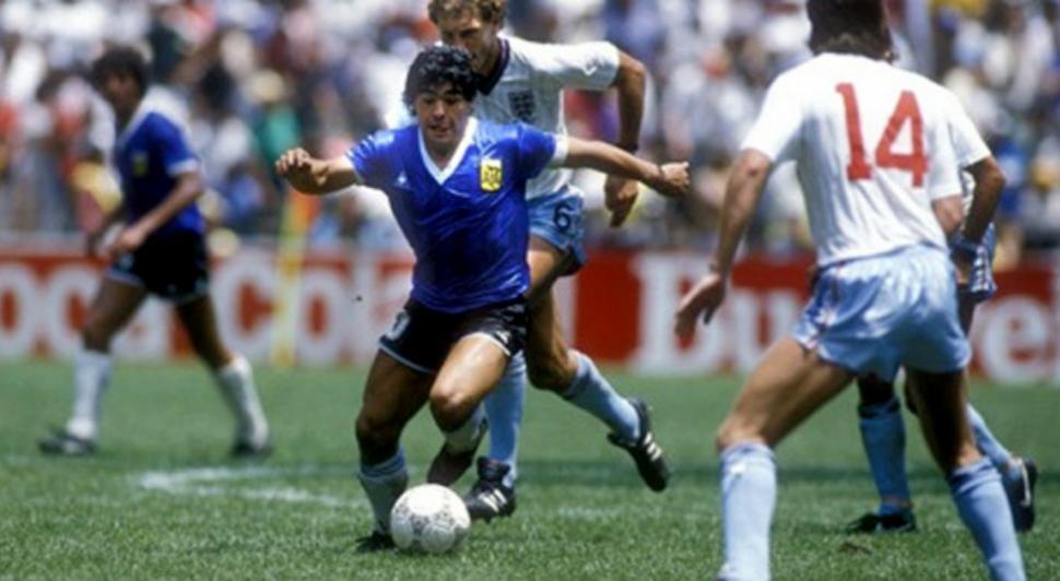 La camiseta que usó Diego Maradona cuando Argentino le ganó a Inglaterra  2-1 en el Mundial de México 86 2c4b8ac9c6d3a