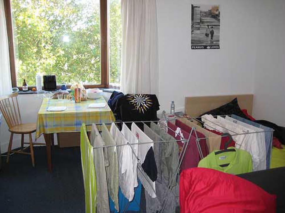 Secar la ropa dentro de la casa puede causar alergia o - Ropa para casa ...