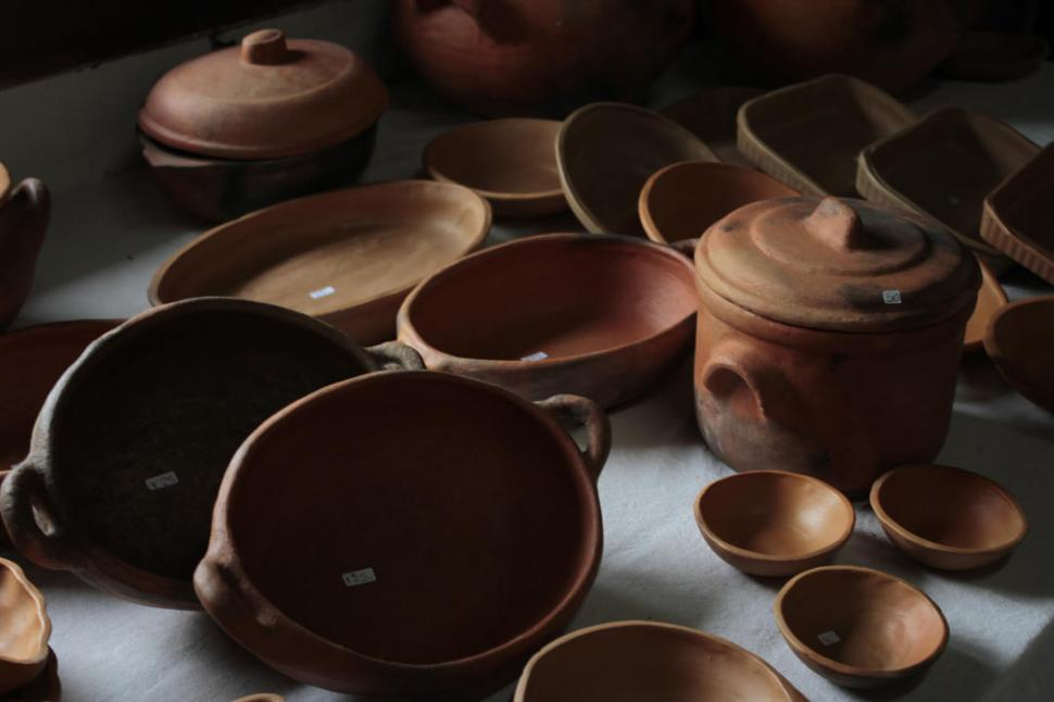 Cer micas en un negocio de adobe la gaceta tucum n - Cocinar en sartenes de ceramica ...