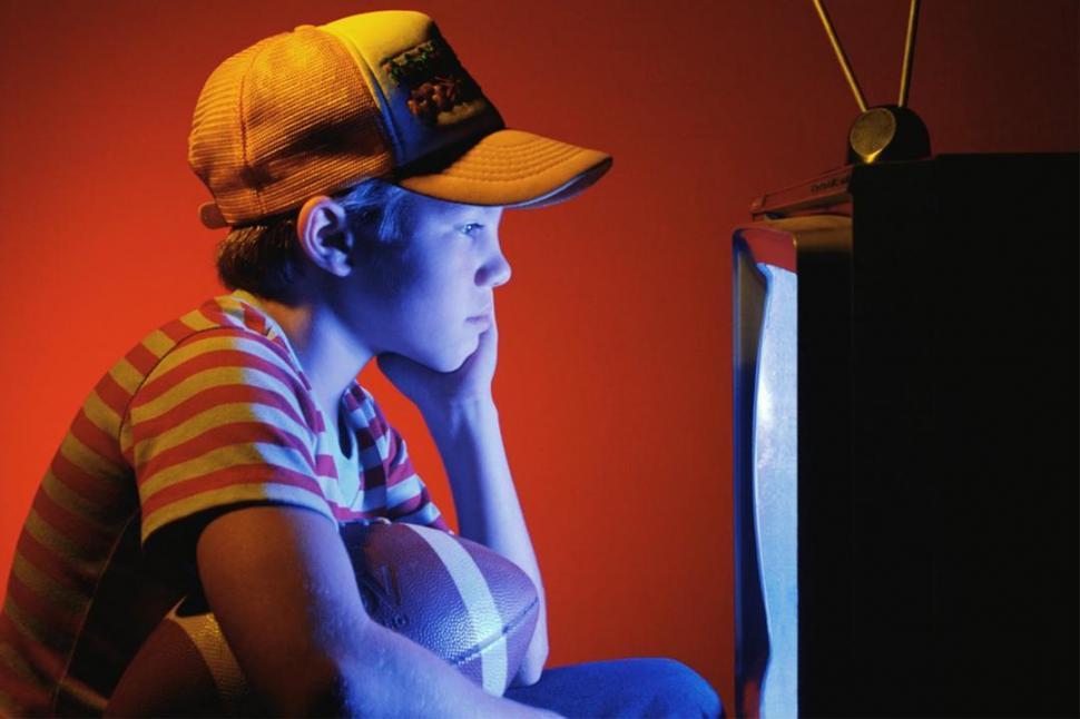Quitale a tu hijo el h bito de mirar muy cerca la pc los - Distancias recomendadas para ver tv led ...