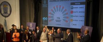 El festejo soñado por Bardón: en primera vuelta y con cuatro votos de margen