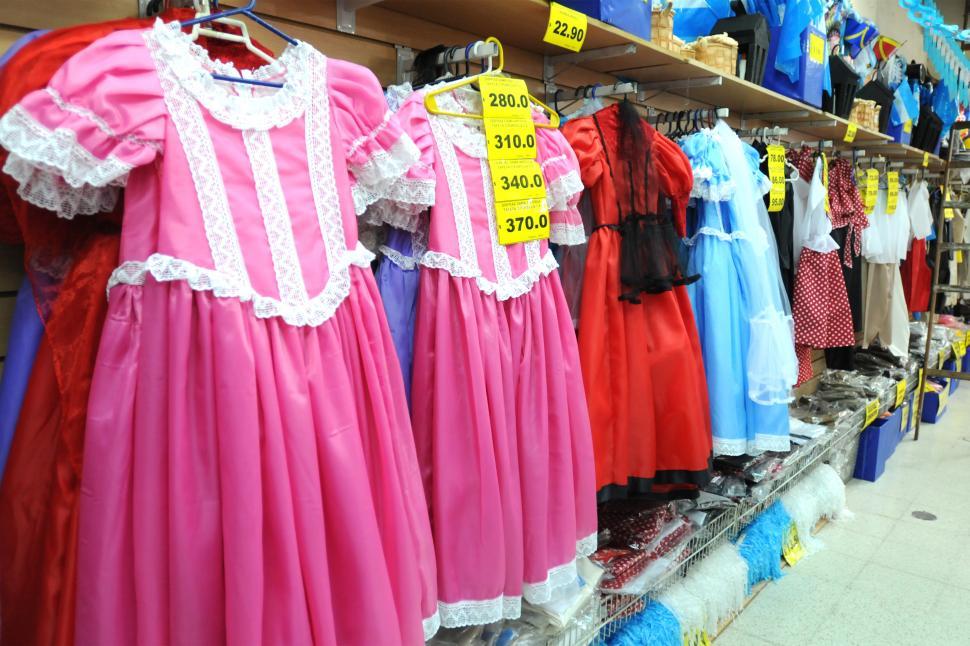 Alquilar o comprar el disfraz, la duda que desvela a las mamás - LA ...