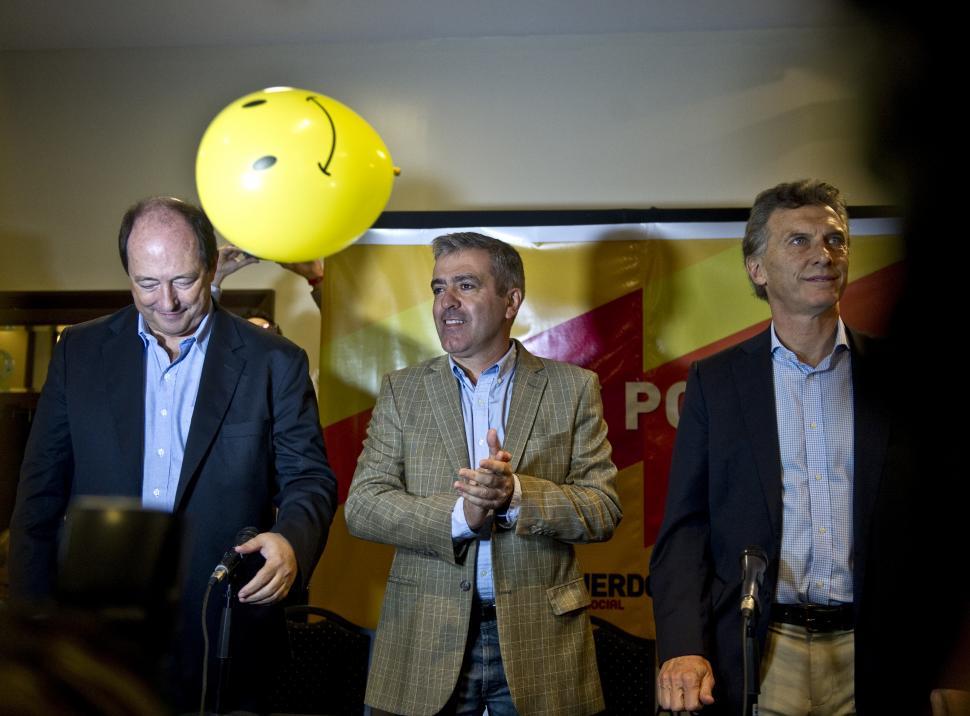 TRES CANDIDATOS, DOS AVALES. Cano fue respaldado ayer como precandidato a gobernador por Sanz y Macri, ambos postulantes a la Casa Rosada. la gaceta / FOTO DE JORGE OLMOS SGROSSO
