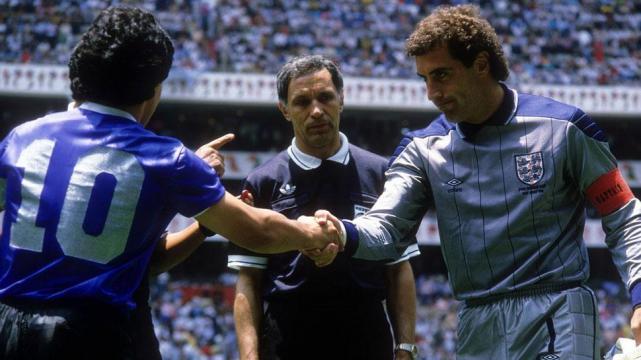 Emotivo Reencuentro Entre Maradona Y El Arbitro Del Partido Argentina Inglaterra De 1986 La Gaceta Tucuman