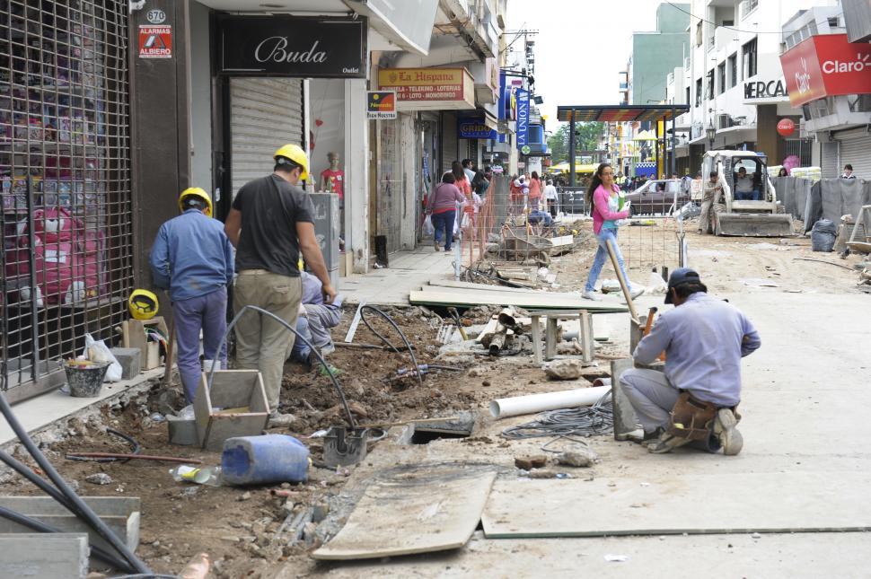 FALTA POCO. Estiman que a fin de mes terminarían la peatonal Mendoza.