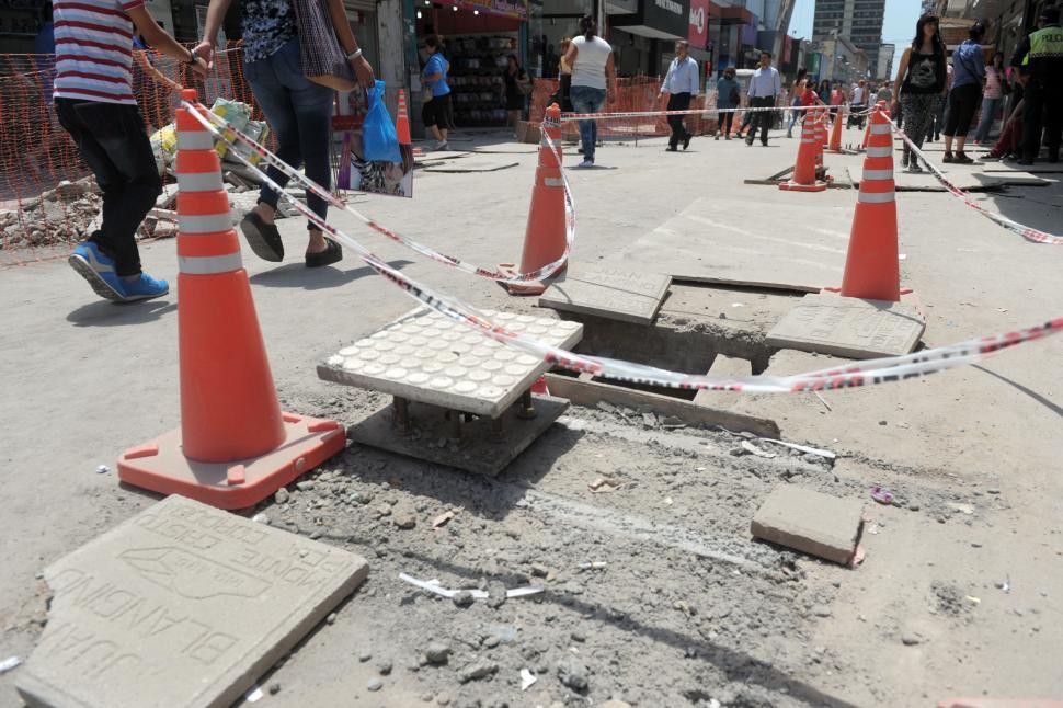 CIFRAS. Faltan unos $ 13 millones (de los cuales $ 10 millones son deuda acumulada) para culminar con los trabajos en la peatonal Isauro Martínez. la gaceta / foto de juan pablo SANCHEZ NOLI