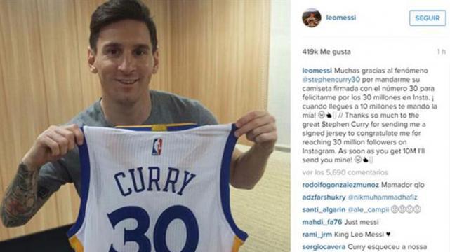 Curry le pidió a Lionel Messi que vaya a verlo jugar en la NBA. FOTO TOMADA  DE CANCHALLENA.LANACION.COM.AR ac682eca9c5