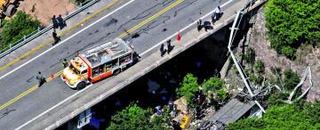 Intentan determinar cómo y por qué estalló el neumático que arrojó el ómnibus al lecho del río