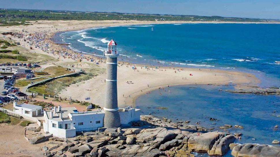 Resultat d'imatges de punta del este uruguay playa