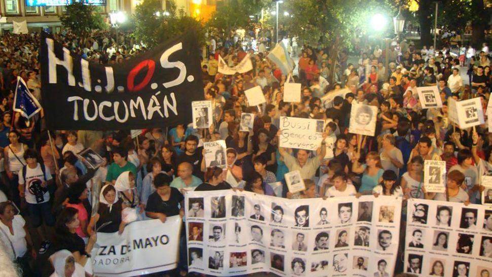 Resultado de imagen para marchas plaza independencia
