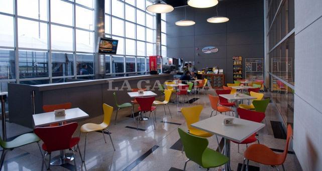 Cambios La Cafeteria Sera Trasladada A Una Carpa Climatizada Para Mayores Comodidades De Los Pasajeros Archivo La Gaceta Foto De Ines Quinteros Orio