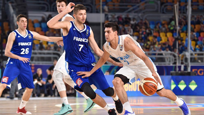 El base Facundo Corvalán (Argentina) traslada la pelota, FOTO TOMADA D E FIBA.ES