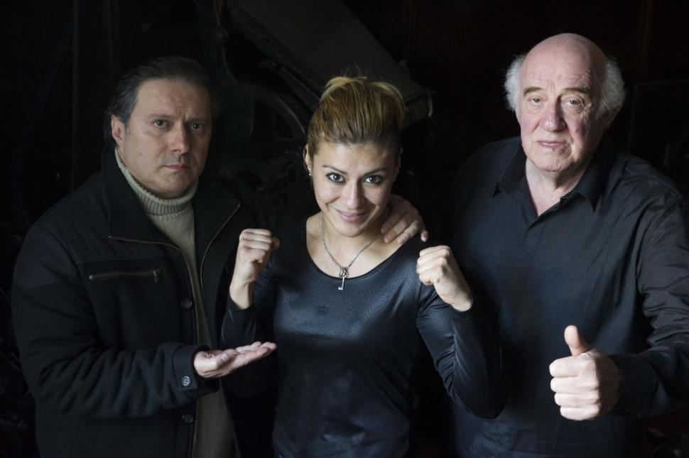 """EQUIPO. """"Chano"""" Mena, padre y entrenador, y Gómez, manager, custodian a """"La Pantera"""" que se prepara intensamente. la gaceta / FOTO DE DIEGO ARAOZ"""